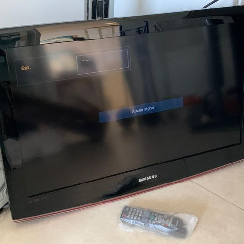 Television SAMSUNG LCD, model LE32B450C4W, 32 inches, series 4, HDMIx3, in its p…