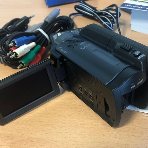 Lot composed of 3 camcorders, in their box, new condition: SONY, model HDRXR105E…