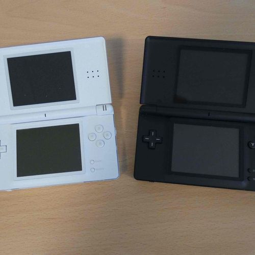 Lot consisting of: 2 NINTENDO DS Lite consoles (2006), model USG 001, 1 with sty…