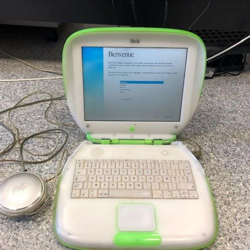 APPLE iBook (2000), model M6411, OS X, with connectors. Deposit location: MAGASI…
