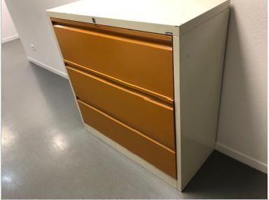 Lot de mobilier et accessoires de bureau composé de: 3 armoires à plans 5 tiroir…