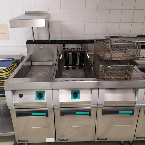 [RP] Lot reserved for professionals. Lot of kitchen equipment including: 1 food …
