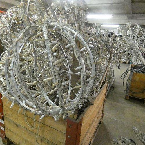 25 Sphères LED claire 42W BLACHERE en aluminium, 2009 Dimension: diam 0.50m Poid…