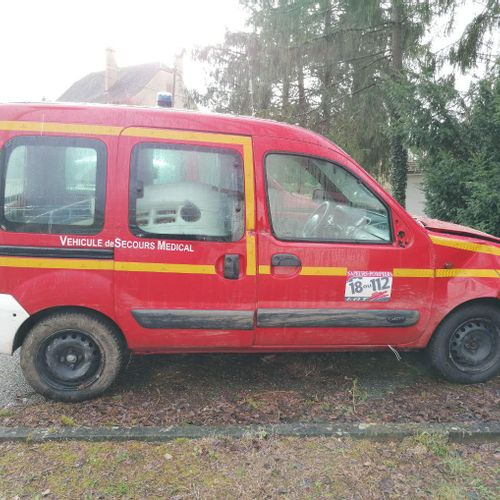 Lot reserved for car professionals. RENAULT Kangoo Medical rescue vehicle, Diese…