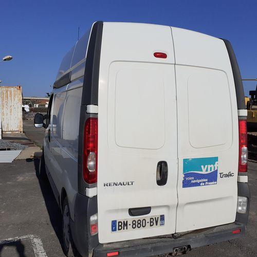 [RP] Lot réservé aux professionnels de l'automobile. RENAULT Trafic II 2.0 dCi, …