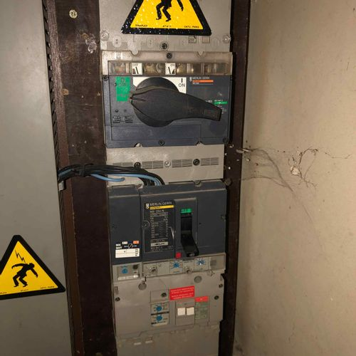 [RP] Lot réservé aux professionnels. Armoire électrique de chantier, mise en ser…