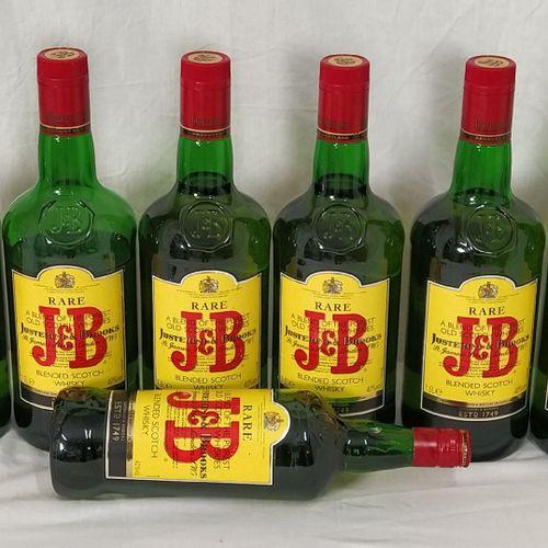 Ensemble de 7 bouteilles d'alcool composé de : 6 whisky J&B 1.5 L 1 whisky J&B 1…