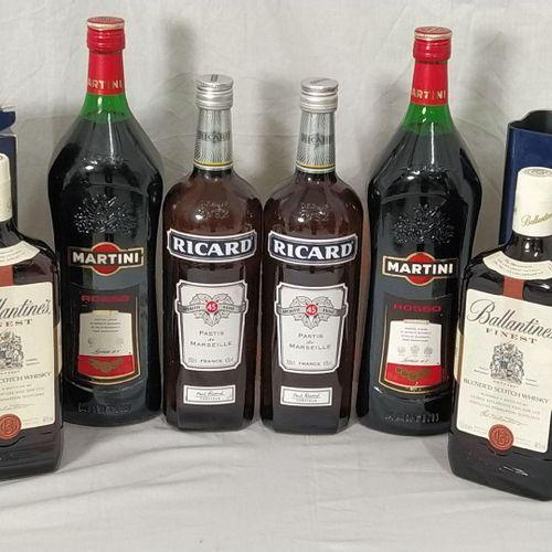 Ensemble de 9 bouteilles d'alcool composé de : 2 pastis RICARD 1.0 L 2 vermouth …
