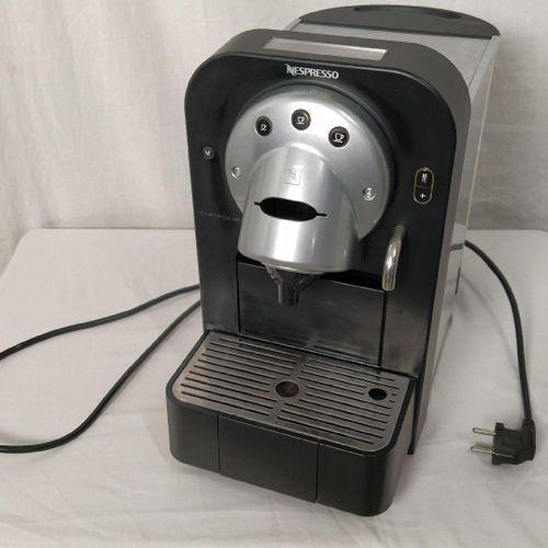 Ensemble de cuisine comprenant : 1 machine à café NESPRESSO Gemini CS 100 Pro 1 …