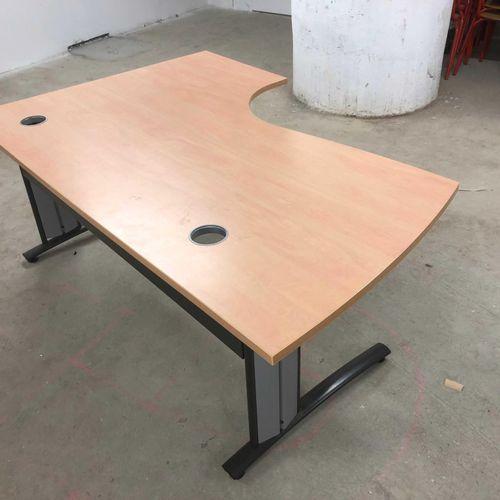 Lot de mobilier scolaire composé de 4 compléments de bureau 1 droit de 150cm, 1 …