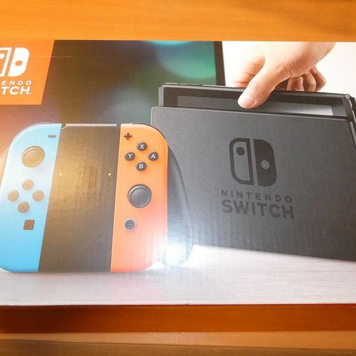 New NINTENDO SWITCH games console and 2 games. Visits and pick up only by appoin…
