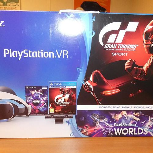 PLAYSTATION VR and VR Worlds virtual reality headphones. Visits and pick up only…