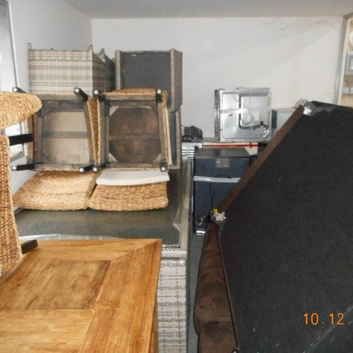 Lot consisting of a set of household appliances and furniture for a volume of 22…