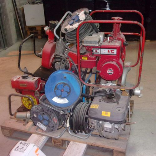 Set includes 5 drainage pumps, extension cords removed. Equipment to be serviced…