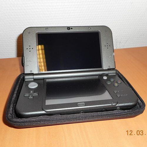 NINTENDO 3DS XL and 5 games console. Visits and pick up only by appointment only…