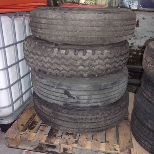 Set includes 4 mixed 275/80 R 22.5 truck tyres. 	 Service handing over : SDIS 59…