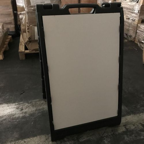 Lot consisting of 35 advertising displays and 63 plaques . The displays are made…