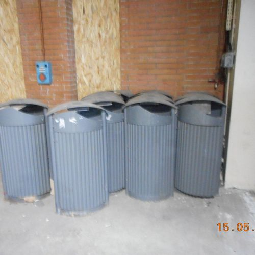 Set contains 150 HELLEBORE waste bins made of galvanized steel. Service remittan…