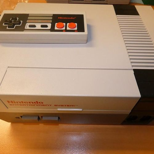Super NINTENDO Entertainment System NESE 001 game console, its controller and 4 …
