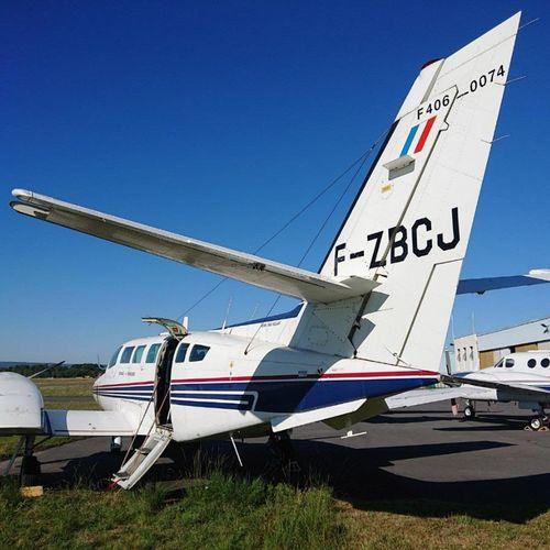 [RP] [Réservé Professionnels] Avion bi moteurs, de constructeur Reims Aviation, …