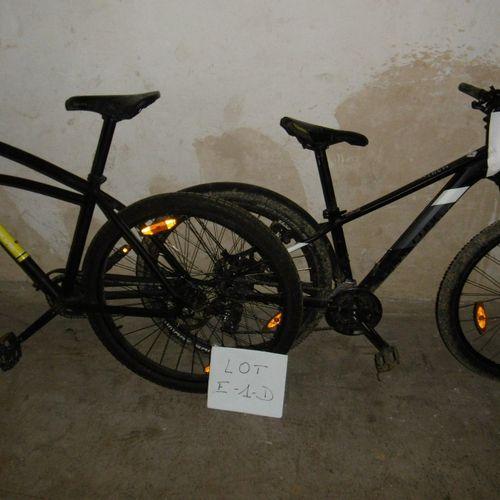 Un lot de 6 vélos(E 1 D) de marques DECATHLON, TOYOTA, CUBE,PEUGEOT et autres.…