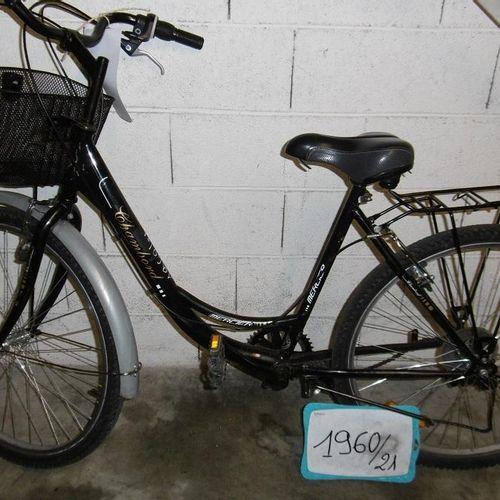Un vélo de ville femme 'Chambord' de marque MERCIER (1960/21) noir.  L'enlèveme…