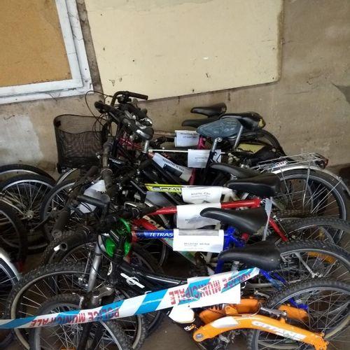 1 Lot de 20 vélos de différentes marques : GITANE, POULIDOR, FISCHERS, PEUGEOT, …