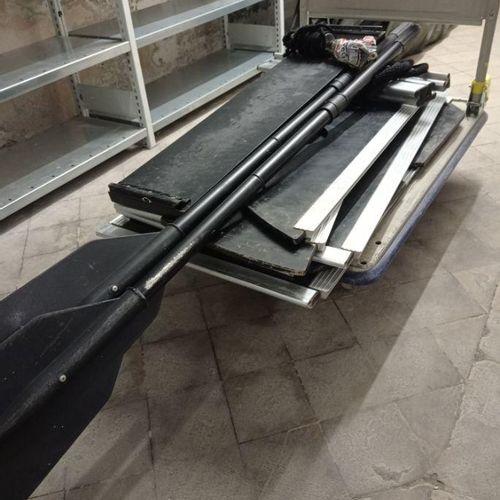 Un lot comprenant une embarcation pneumatique de 2.5m de marque FOX modèle FX320…
