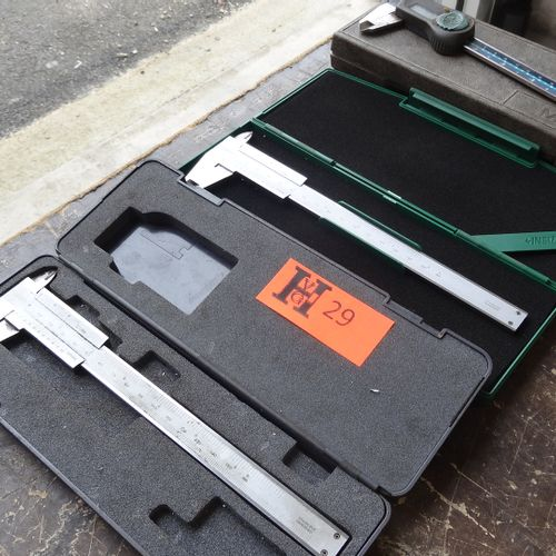3 Vernier calipers, 1 of which is digital